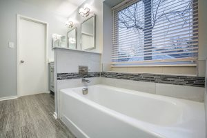 Fairfax bathroom tub 300x200 - Fairfax-bathroom_tub